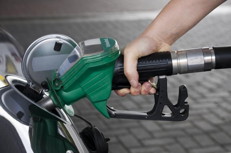 Embargą Irano naftai pajus ir Lietuva: brangs degalai
