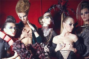"""""""Kiwi"""" klubas švęs su šokių grupe iš Latvijos ir K.Torrau"""