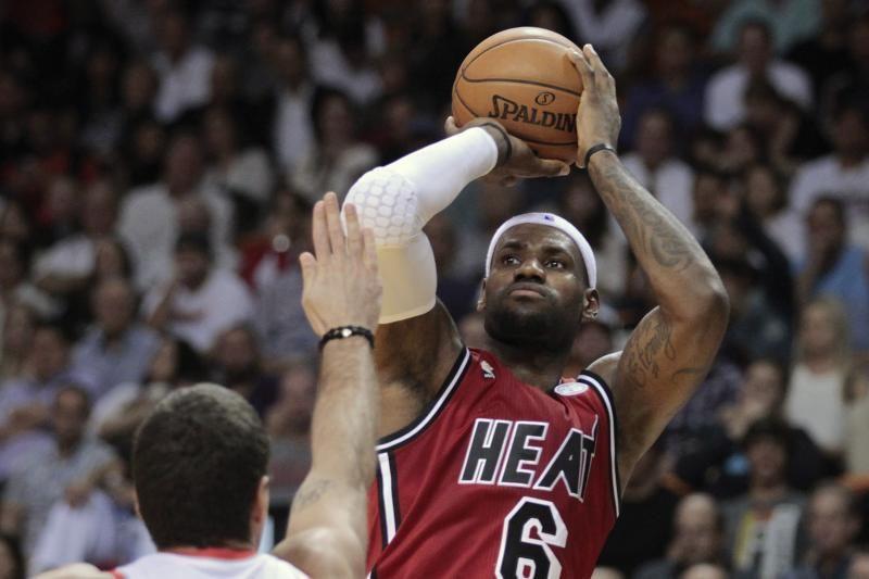 Kaip krepšinyje atsirado tritaškio linija?