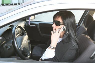 Mobilus telefonas - pavojingas ne tik kalbant