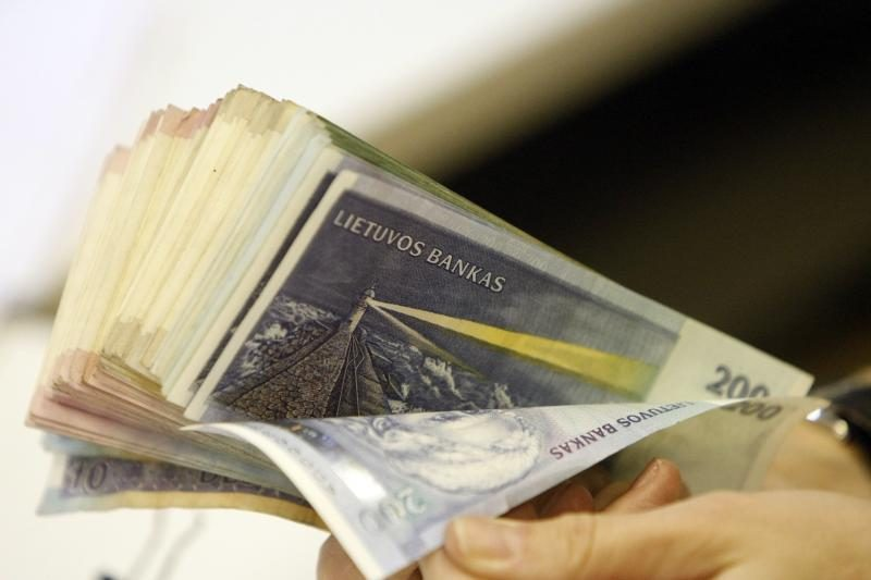Klaipėdos bendrovės vadovas tūkstantines algas mokėjo vokeliuose