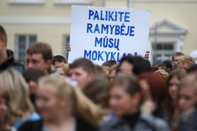 Svarstys lenkų politikų siūlymą grįžti prie senosios švietimo tvarkos