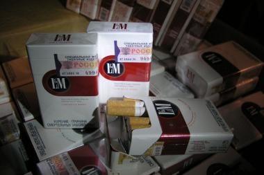 Cigaretės maskuotos moteriškomis liemenėlėmis