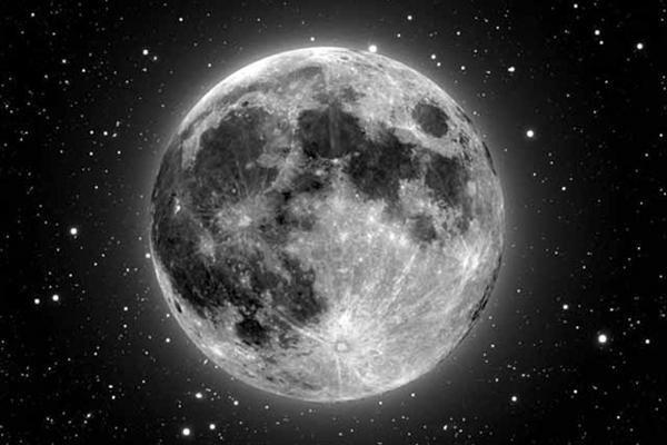 Kosmoso turistai po 5 metų galės skristi aplink Mėnulį
