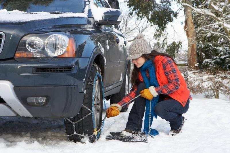 Patarimai, kaip žiemą saugiai vairuoti
