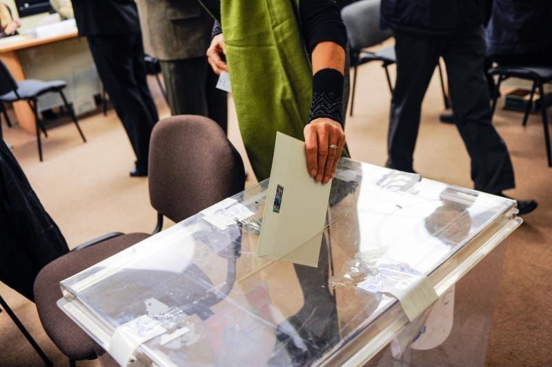 Panemunės apygardoje dėl pamiršto kandidato stabdomas balsavimas