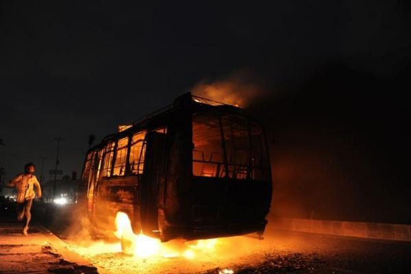 Karačyje per neramumus po vietos politiko nužudymo žuvo 31 žmogus