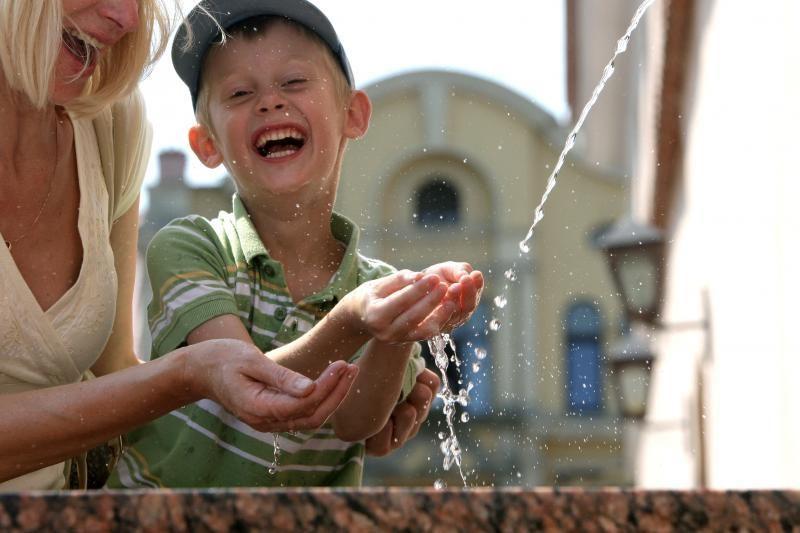 """Rotušės aikštėje esančius fontanus prižiūrės """"Kauno vandenys"""""""