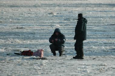 Ant Kuršių marių ledo mirė žvejas