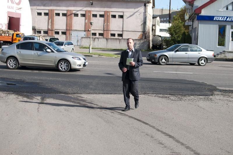Seimo narys P.Gražulis sukėlė avariją, bet žmona jo nebars