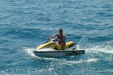 Kaunietis į jūrą vandens motociklu išplaukė be leidimo