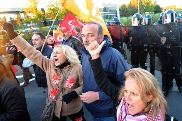 Prancūzijoje protestuotojai užblokavo Marselio oro uostą