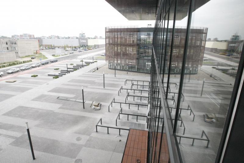Klaipėdos arenoje jau klojamas parketas