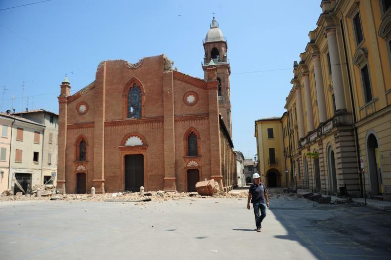 Italijoje gelbėdamas Mergelės Marijos statulą žuvo kunigas