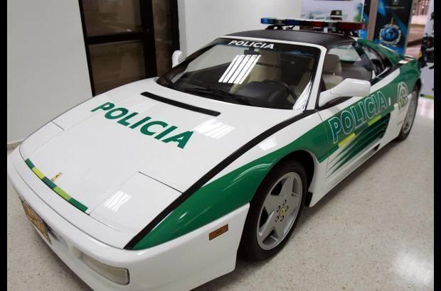"""Kolumbijos policija savavališkai perdažė narkotikų prekeivio """"Ferrari"""""""