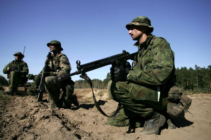 Stojantieji už karinius mokymus papildomo balo negaus