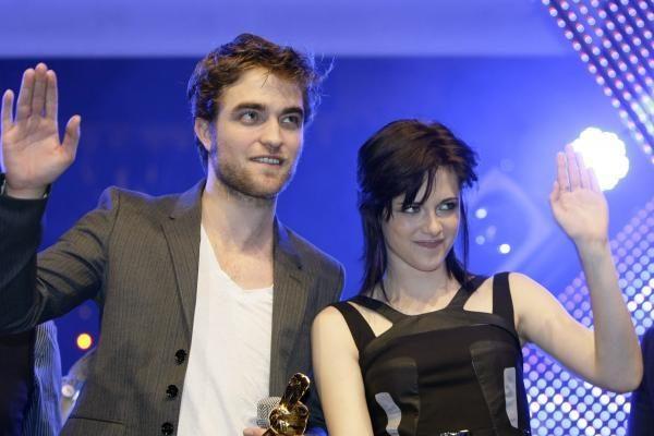 """""""InStyle"""": stilingiausia garsenybių pora - K.Stewart ir R.Pattinsonas"""