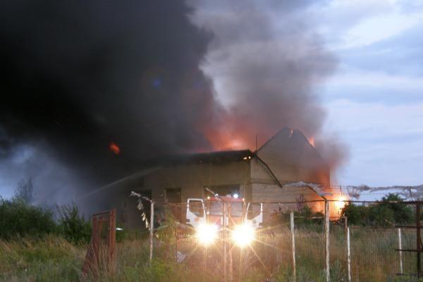 Klaipėdoje sudegė apleistas statinys
