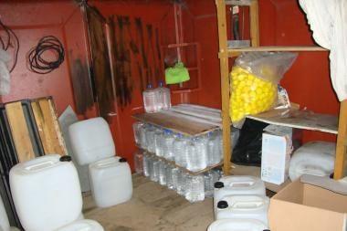 Kauniečiai garaže laikė 650 litrų spirito