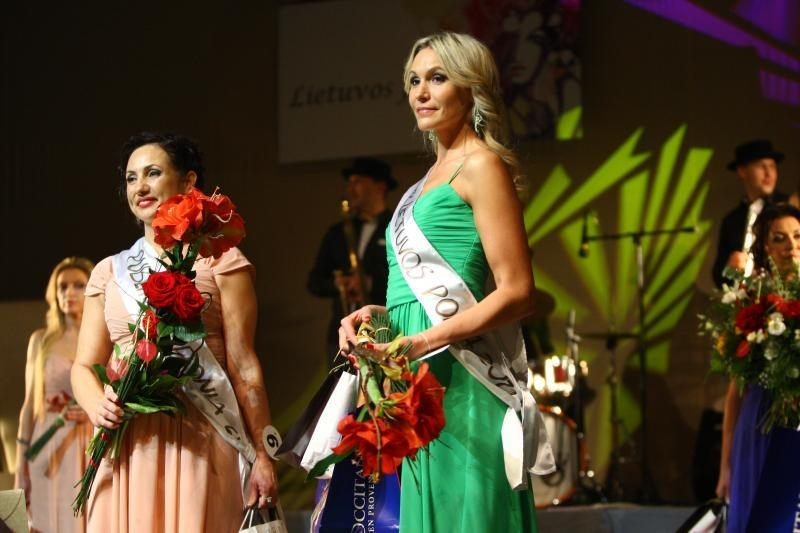 """""""Lietuvos ponia 2012"""" tituluota žavi keturių vaikų mama"""