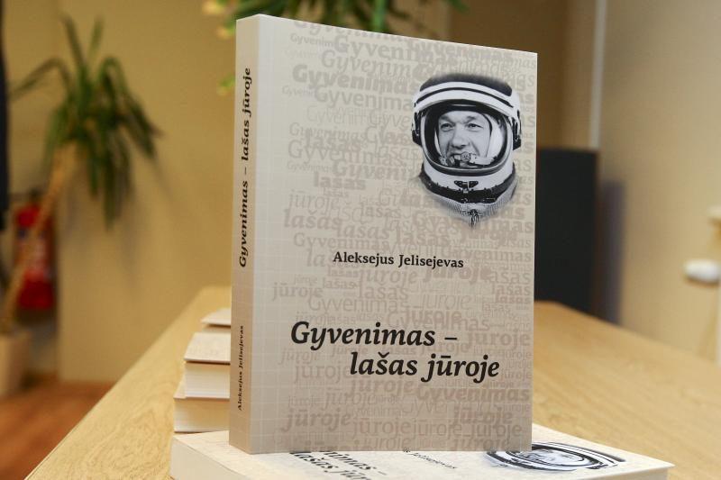 Lietuvių kilmės kosmonauto knygoje – prisiminimai apie skrydžius