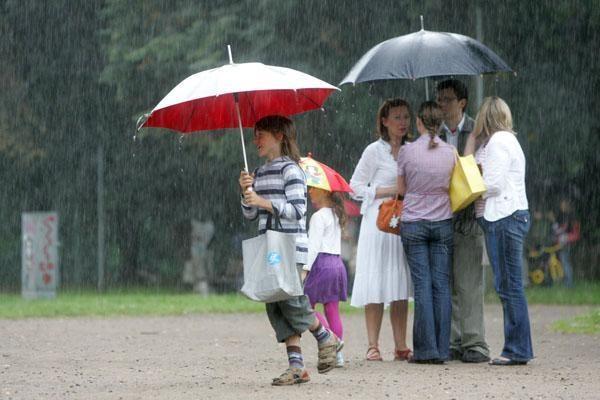 Šeimų mugę sostinėje išsklaidė lietus