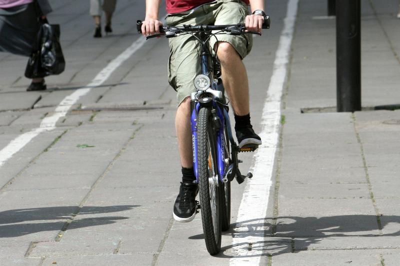 Kaune partrenktas trylikametis dviratininkas