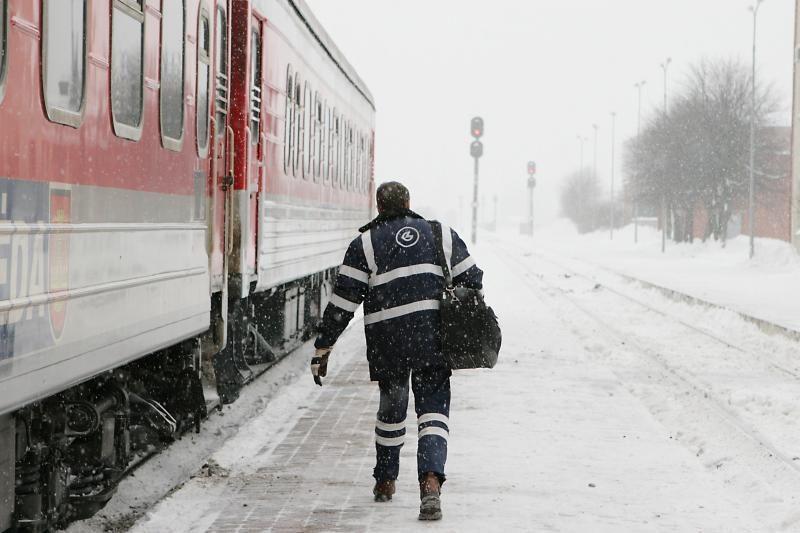 Kauno geležinkelio tunelyje buvo užstrigęs keleivinis traukinys