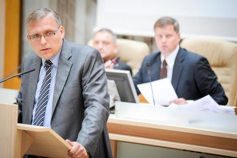 Politinė rokiruotė: D.Ratkelis ir A.Nesteckis apsimainė postais