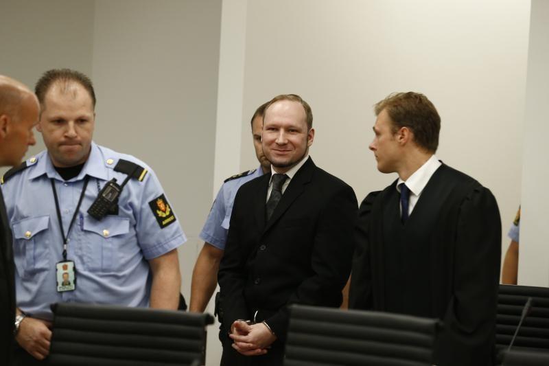 77 žmones nužudęs A.B.Breivikas kalės 21 metus, jis nutarties neskųs