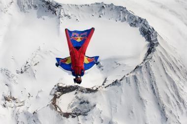 Rusas įšoko į veikiantį ugnikalnį