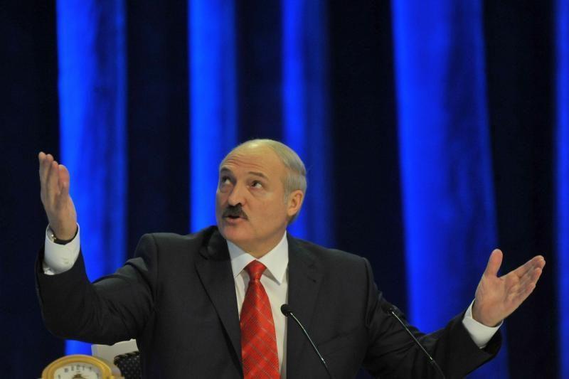 A. Lukašenka grasina atleisti premjerą ir Nacionalinio banko vadovą