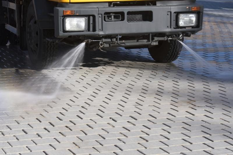 Du jauni klaipėdiečiai įkliuvo pavogę grindų plovimo mašiną
