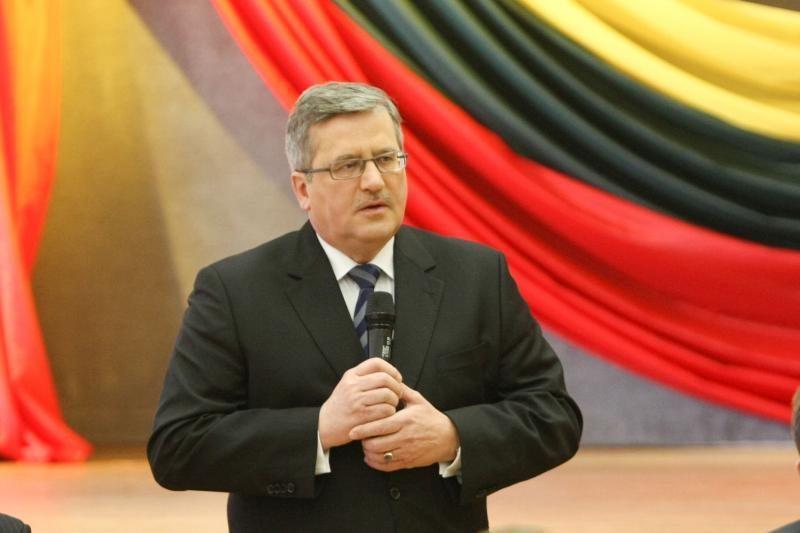 B.Komorowskis: Lietuvos lenkų situacija gali pasikeisti po rinkimų