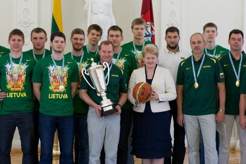 Prezidentė pasveikino Lietuvos jaunimo krepšinio rinktinę