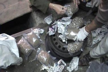 Kontrabandiniai narkotikai slėpti mašinų ratuose