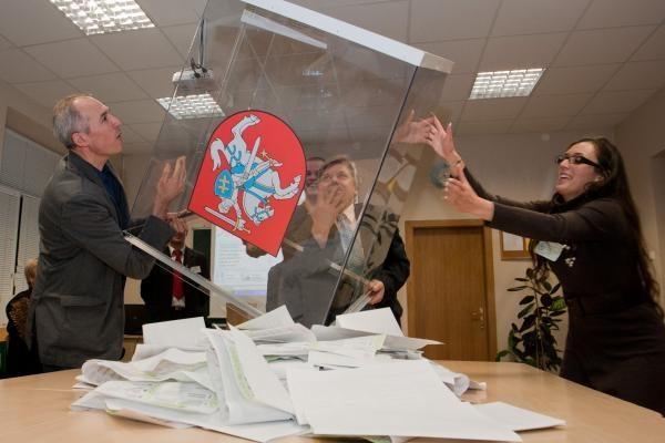 VRK: Socialdemokratų partijos kandidatas papirkinėjo rinkėjus