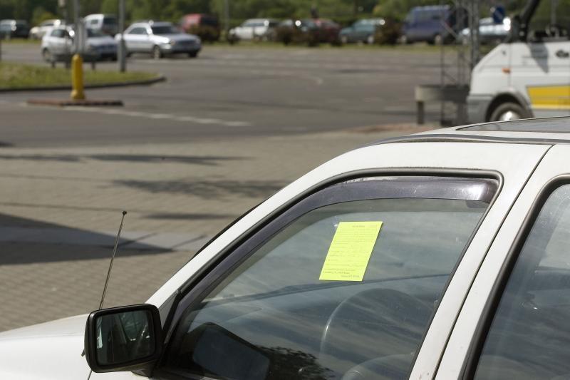 Bloga žinia vairuotojams – ant geltonų lapelių