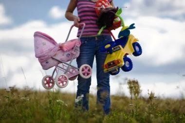 Ilgesnės motinystės atostogos: argumentai už ir prieš