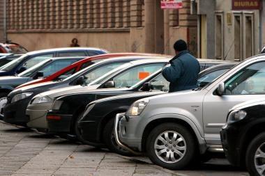 Britai per gyvenimą vietos automobiliui ieško beveik metus