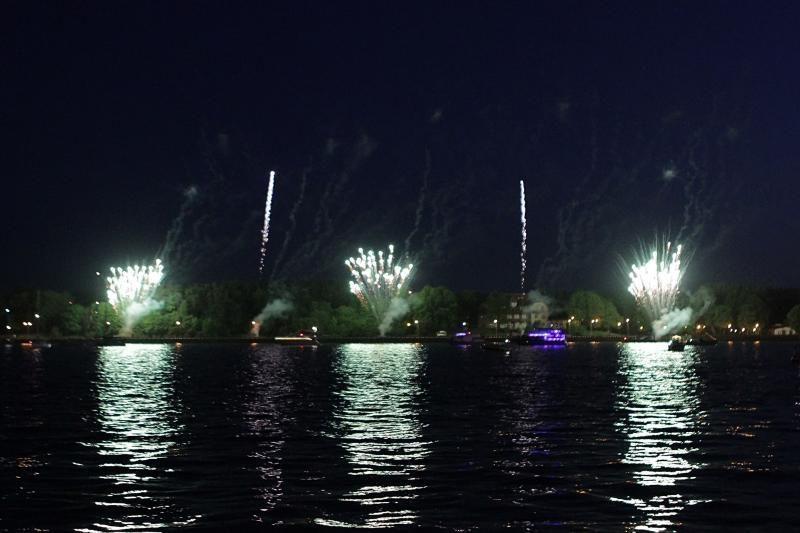 Klaipėdos laivų paradą papuošė fejerverkas
