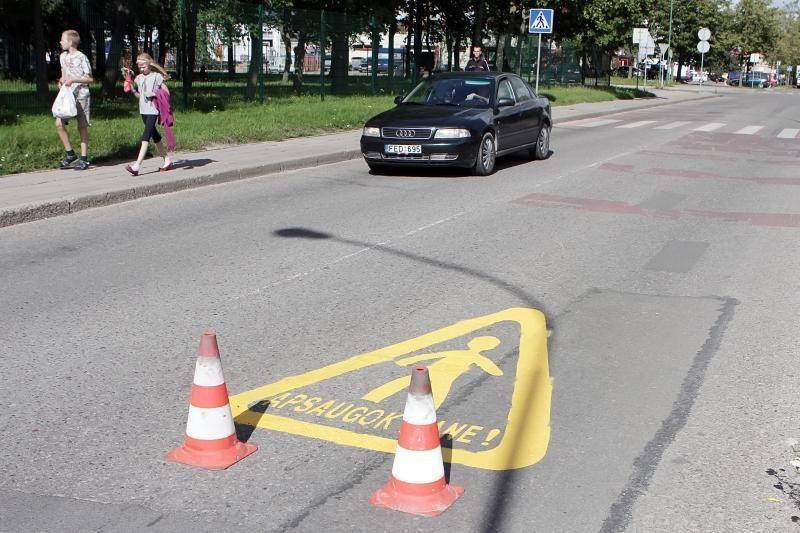 Klaipėdos vairuotojų ir vaikų budrumą gatvėse skatins lipdukai
