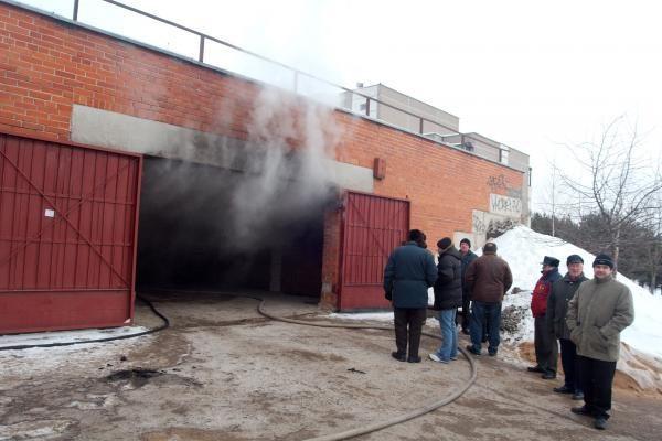 Fabijoniškių garažuose užsidegė iš BMW tekantis benzinas