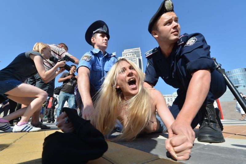 Čempionato finalo belaukiant – nuogalių protestas prieš A.Lukašenką