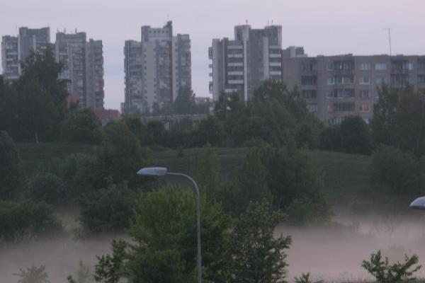 Permainingi vasaros orai atneš ir tirštus rūkus