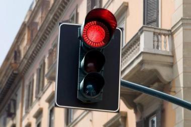 Raudoną šviesoforo signalą įvertino 100 litų