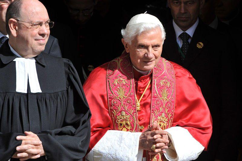 Nuo kunigų pedofilų nukentėję italai nori susitikti su popiežiumi