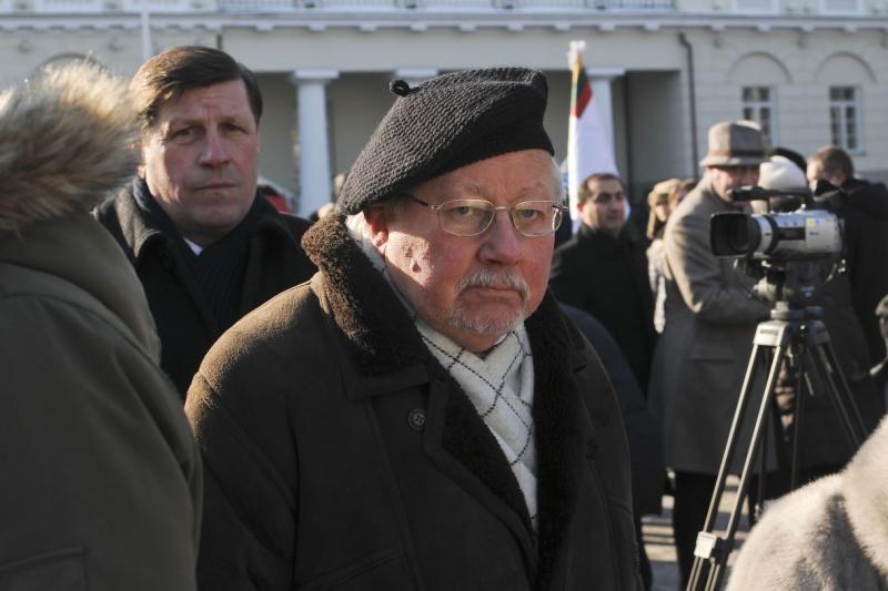 V.Landsbergis: piliečiai turi likti Lietuvoje