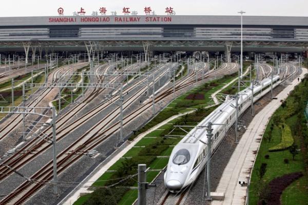 Kinijos greitasis traukinys bandymų metu pasiekė 416,6 km/val. greitį