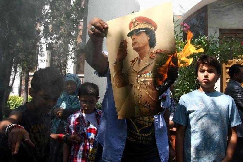 Libijos ambasados užsienyje jau švenčia sukilėlių pergalę